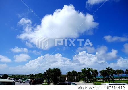Blue sky and big cloud piece 67814459