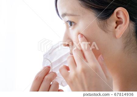 마스크 여성 피부염 67814936