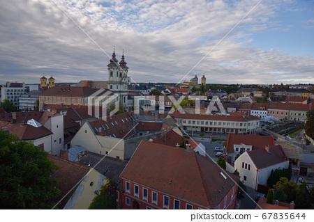 靛藍白雲,春樹天樹,鳴高孝,格雷斯城堡市美麗的建築。 67835644