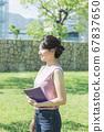 대학생의 초상화 67837650
