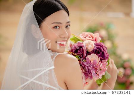 舞会礼服的女人的画像 67838141