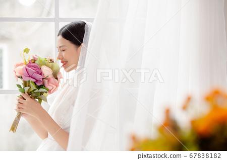 舞會禮服的女人的畫像 67838182