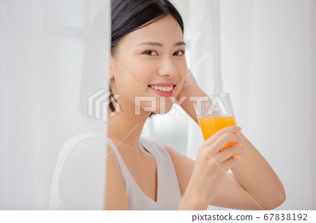 女人放鬆用一隻手的汁 67838192