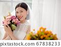 웨딩 드레스를 입은 여성의 초상화 67838233