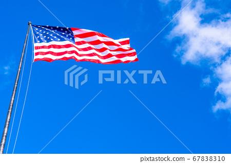 《紐約》星條旗和藍天 67838310