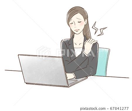 컴퓨터 앞에서 어깨가 뻐근 여성 67841277