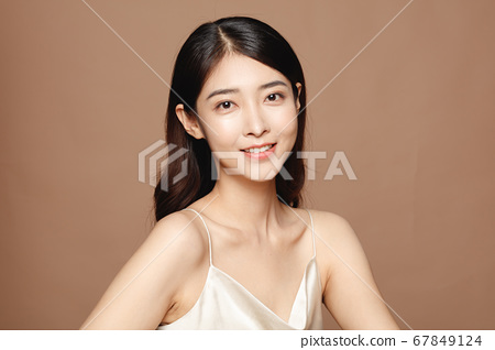 Beauty Portrait Of Young Asian Woman 67849124