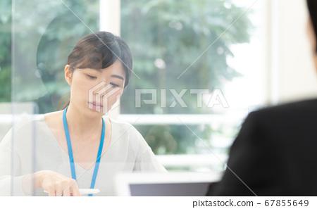 對抗傳染病的女商人 67855649