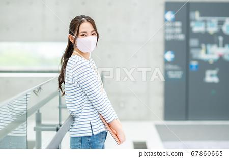 在辦公室戴口罩的工程師 67860665