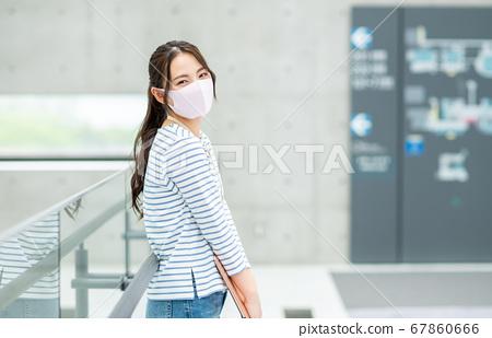 在辦公室戴口罩的工程師 67860666
