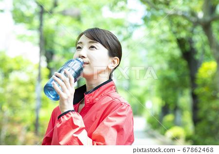 奔跑的女人 67862468