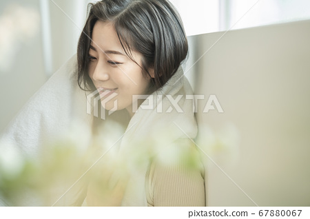 Lifestyle,woman,shower 67880067