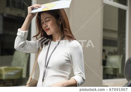 女人在城裡走 67891907