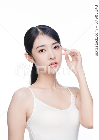 Beauty Portrait Of Young Asian Woman 67903143