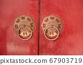 紅漆大門上的門環 67903719