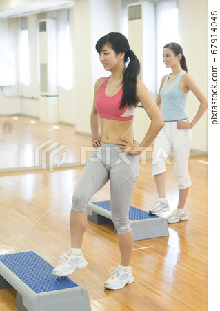 Woman doing step exercises 67914048