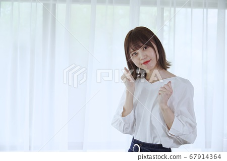 Young woman (guts pose with both hands) 67914364