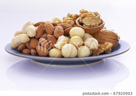 混合堅果 , 核桃, 杏仁,腰果,夏威夷果,ミックスナッツ、クルミ、アーモンド、Mixed nuts 67920983