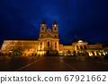 蓝调的夜晚,美丽的德波·伊什特万广场夜景。 67921662