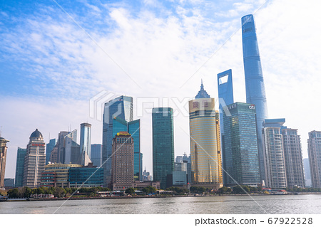 《上海》早晨欣賞上海天際線和外灘的景色 67922528