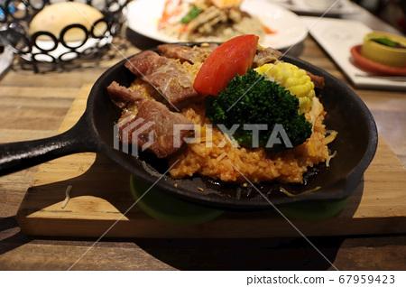 美味的牛肉燉飯 67959423