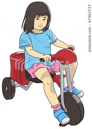 세발 자전거를 타는 아이 67962537