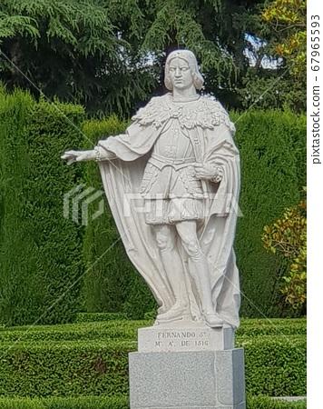 雕像 67965593