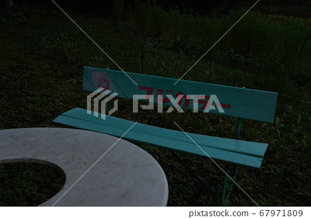 恐怖氣氛的舊板凳 67971809