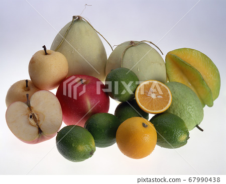新鮮美味的水果 67990438