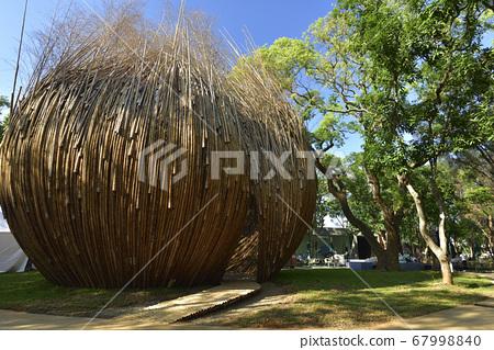 竹子的建筑物和种子环保概念 67998840