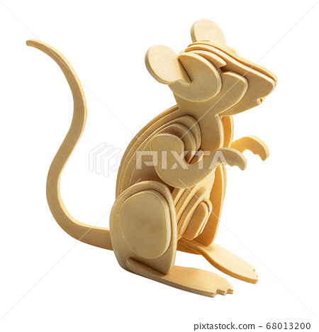 Wooden rat isolated 68013200