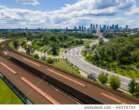 road or train to the center of Warsaw 68039784