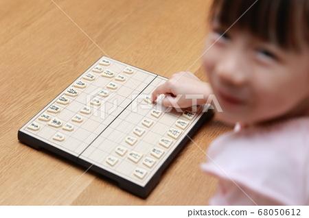 A girl playing shogi 68050612