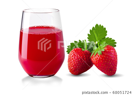 Fresh strawberries and Glass of strawberry juice 68051724