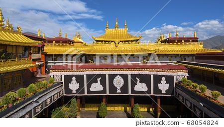 The golden shining solemn Jokhang Temple 68054824