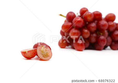 新鮮美味的紅葡萄 68076322
