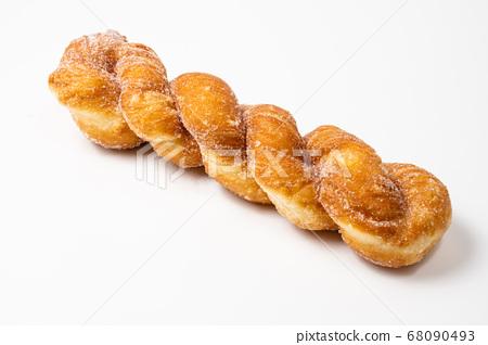 扭曲的麵包,白色背景 68090493