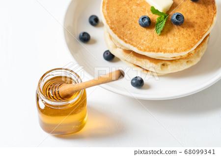 꿀과 팬케익 68099341