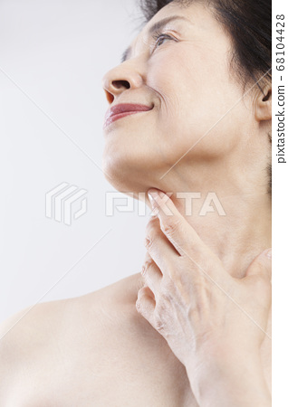 高級女子的脖子 68104428