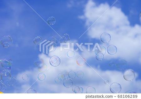 하늘에 비행 비누 방울 -7 68106289