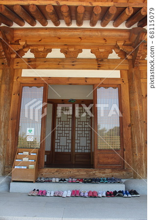 korean traditional house 68115079