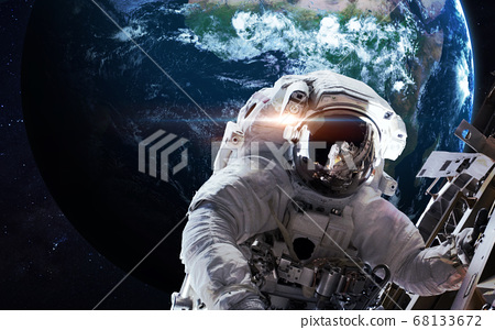 Astronaut in outer space 68133672