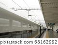 노선을 따라 고속철도 플랫폼 풍경 68162992