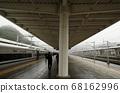 노선을 따라 고속철도 플랫폼 풍경 68162996