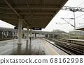 노선을 따라 고속철도 플랫폼 풍경 68162998