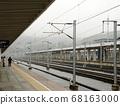 노선을 따라 고속철도 플랫폼 풍경 68163000