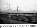 노선을 따라 고속철도 플랫폼 풍경 68163004