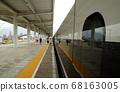 노선을 따라 고속철도 플랫폼 풍경 68163005