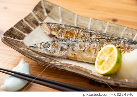 薩拉米香腸烤秋刀魚 68224940