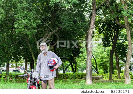 自行車生活高級騎手和摩托車 68239171